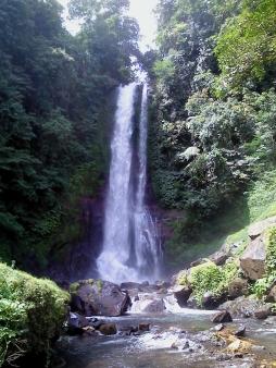 Gitgit-Wasserfall an der zentralen Nordflanke Balis
